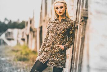 super popular 6d441 95849 Frauen Kleidung im Merch & Fanartikel Shop | EMP